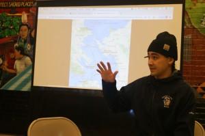 Julián Brave NoiseCat explica el programa 'Viajes Canoeros, Alcatraz 2019'.