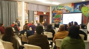 Participantes en el foro comunitario.