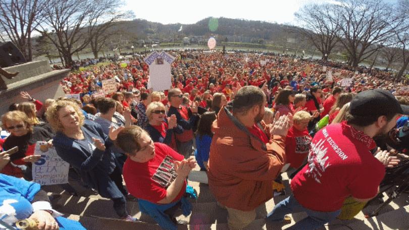 """Los sindicatos de docentes de Virginia Occidental planifican un """"paseo"""" para recordar a los legisladores sobre temas clave. Foto: WPAT."""