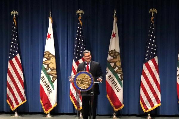 Xavier Becerra, el primer Fiscal General latino de California, hijo de inmigrantes nexicanos, es uno de los adversarios más implacables del presidente Donald Trump. Foto: Samantha Young / California Healthline.