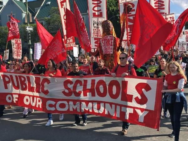 Los maestros de Oakland, CA, no esperaron la fecha límite para estallar la huelga. Foto: SocialistWorker.org.