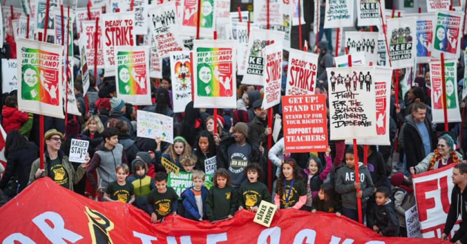 Niños en el arte apoyan la huelga de los maestros en Oakland. Foto: Common Dreams.