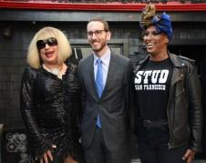 Senador demócrata de San Francisco, Scott Wiener al anunciar la legislación que protege a trabajadores sexuales del arresto cuando denuncian crímenes violentos. Foto de la oficina del senador.