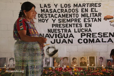Con motivo de conmemorar el Día Nacional de la Dignidad de las Víctimas del Conflicto Armado Interno, la Coordinadora Nacional de Viudas de Guatemala organiza un homenaje. Foto: MiMundo.org.