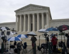 WRAL-TV Supreme Court Won't Hear North Carolina Partisan Gerrymandering Case