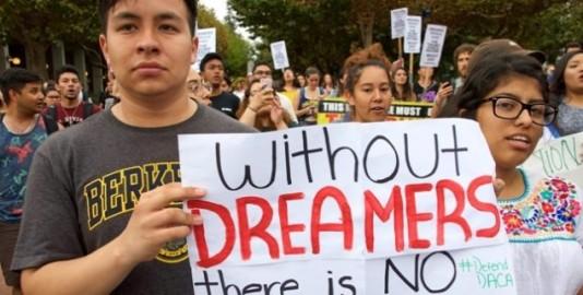 Marchan en Berkeley, California en apoyo al Dream Act. Foto: http://capitolweekly.net