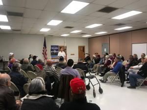 Asambleísta republicano Tom Lackey en una asamblea comunitaria. Foto: Cortesía de su página web.