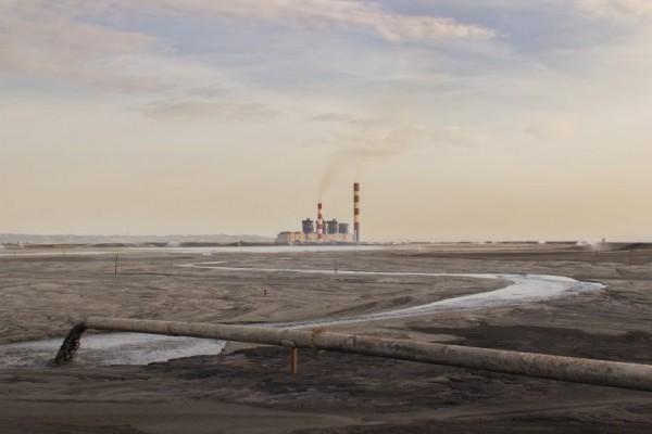 Descargas de aguas residuales de una planta de energía eléctrica. Foto: EIP.