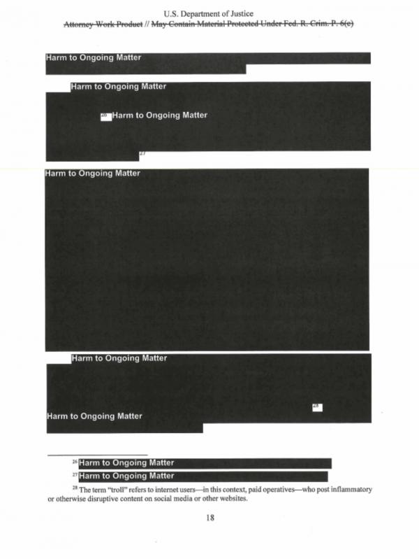 Una de las múltiples páginas con amplios segmentos bloqueados del informe del Fiscal General, Robert Mueller.