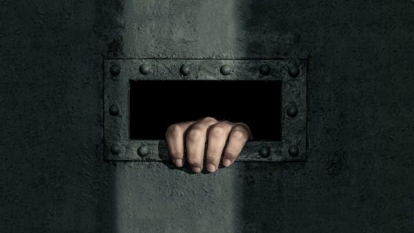 Presos en confinamiento solitario que rebasan los límites de tempo de encierro prohibidos por cnvenciones internacionales de acuerdo con las Naciones Unidas. Foto: www.gq.com.