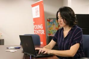 Priscilla Guadarrama, coordinadora de voluntarios del Young Center en Phoenix, busca que los que deseen brindar de su tiempo a esta organización en verdad sean apasionados del apoyo que brindarán a esos jóvenes.