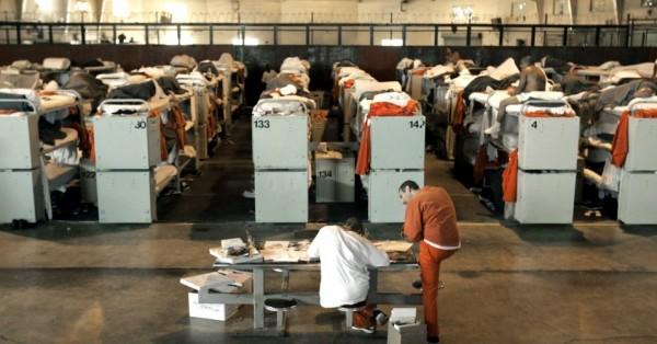 Prisioneros aprovechan su tiempo en cautiverio para iniciar o continuar estudios superiores en la cárcel y poder enfrentar la vida después de la prisión. Foto: Common Dreams.
