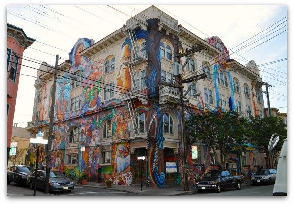 Edificio de vivienda típico del barrio de La Misión en la ciudad de San Francisco. Foto: SF Tourism Tips.