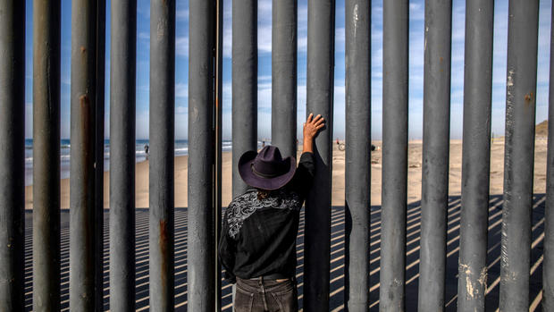El muro, como otro componente de la cruel política migratoria de Cero Tolerancia. Foto: icheoku.