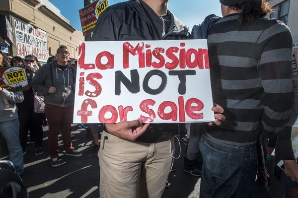 Manifestación de los residentes de La Misión contra la gentrificación. Foto: Tim Porter.