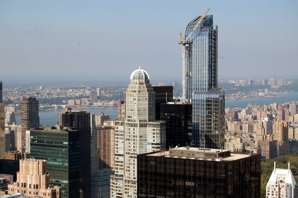 Más de 6 de cada 10 de los apartamentos en CitySpire, de 72 pisos con una cúpula en el centro, se utilizaron como casas de varios pisos o propiedades de inversión en 2015. Foto: Brick Underground.