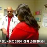 Dr Alexis Gomez, atendiendo a una paciente. Foto: South Kern Sol