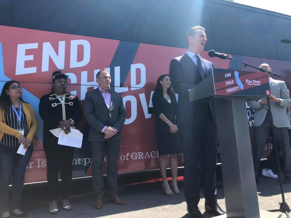Gobernador de California Gavin Newsom, en Sur Central Los Angeles, detalla su plan para combatir pobreza infantil - Foto: GRACE