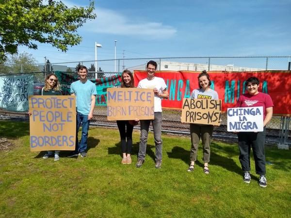 Activistas de NWDC Resistance en el Centro de Detención del Noroeste en Tacoma, WA. Foto: Maru Mora Villalpando.