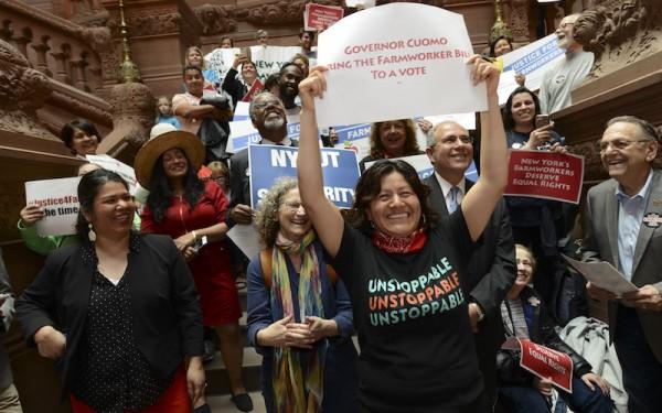 Trabajadores del campo y aliados se reúnen en Albany, capital del estado de Nueva York para pedir al gobernador que firme el Proyecto de Ley de Prácticas Laborales Justas. Foto: http://ruralmigrantministry.org.