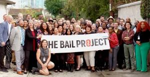 Miembros de The Bail Project se reunieron para evaluar su trabajo.