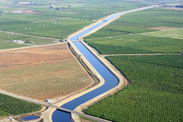 Dos distritos de irrigación podrían obtener luz verde pronto para construir un nuevo proyecto de banco de agua en el sur del Valle de San Joaquín. El agua se canalizaría desde el canal de Friant-Kern y abarcaría también partes de Fresno, CA. Foto: www.newsdeeply.com.