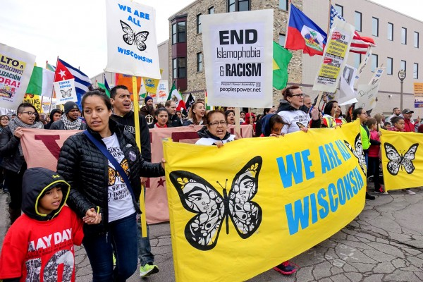 Voces de la Frontera organiza esta marcha anual del Primero de Mayo para mostrar la voluntad de los residentes inmigrantes y latinos de Milwaukee y denunciar las políticas antilaborales y antinmigrantes de la administración Trump. Foto: Madison365.