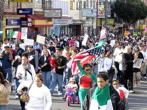 Marcha por La Misión, contra los desalojos de vivienda y desplazamientos. Foto: Latin Bay Area.