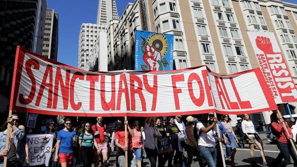 Protestan contra las políticas federales de Inmigración. Foto: www.nationofchange.org