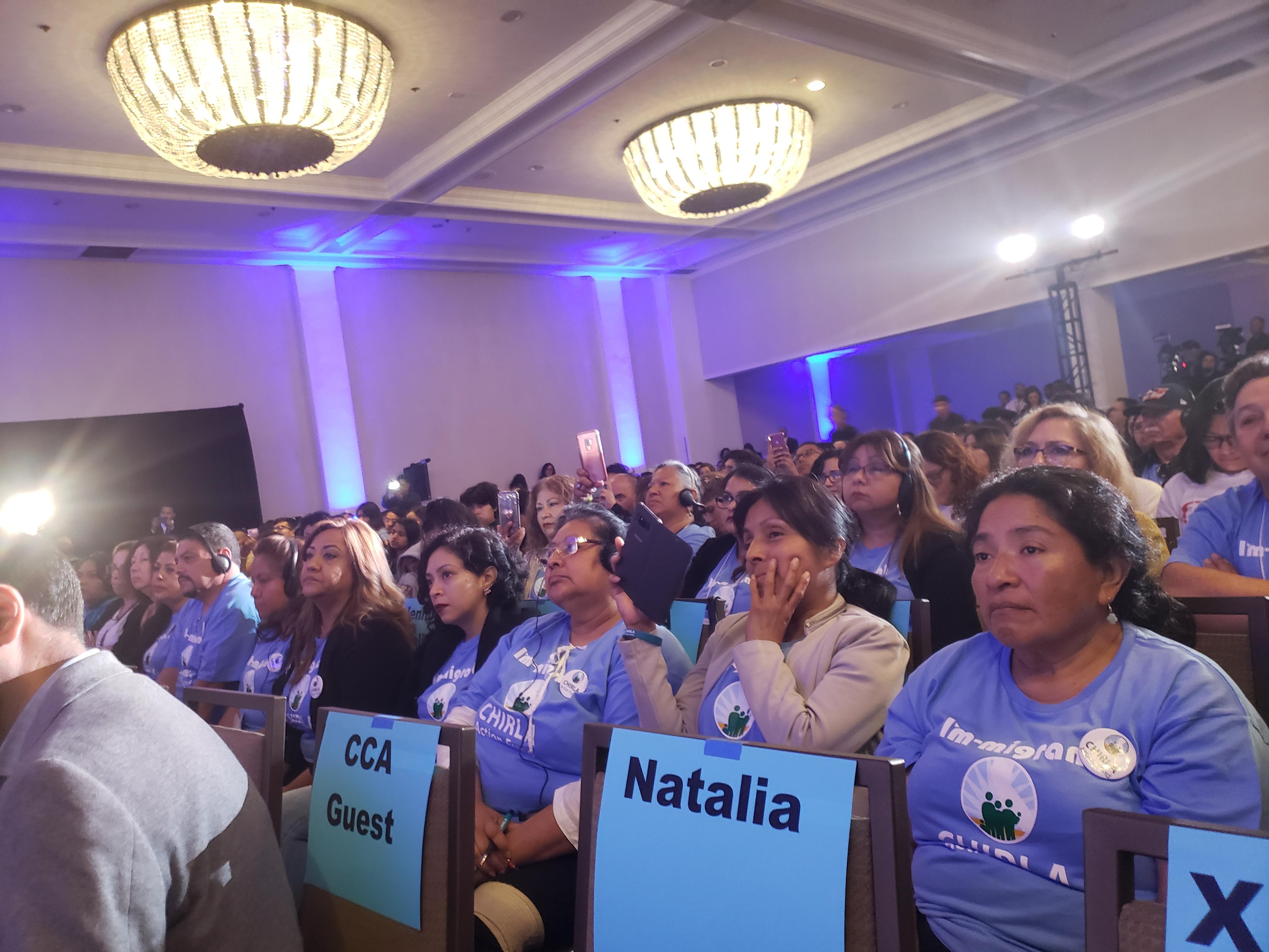 Asistentes al foro escuchan con mucha atencion a los candidatos. Foto: Ruben Tapia