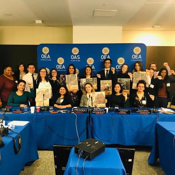 En una de las audiencias con la Comisión Internacional de Derechos Humanos en Washington, DC, Maru Mora Villalpando y otros defensores de los derechos humanos celebraron audiencias para exponer sus casos. Foto: La Resistencia / Facebook.