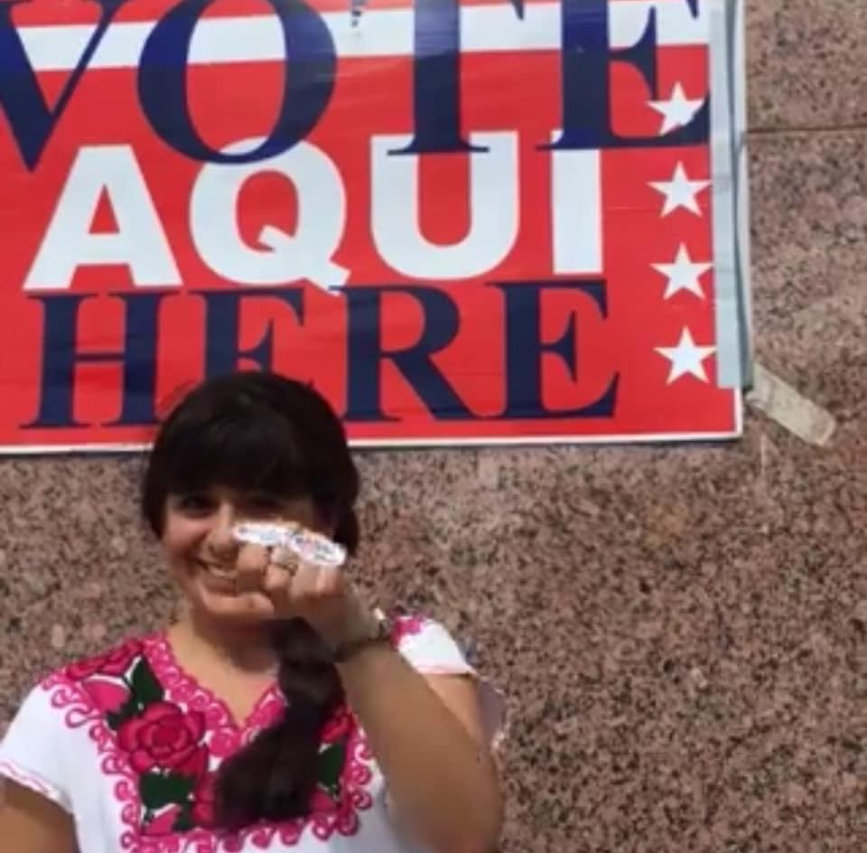 Una feliz Julieta Garibay emite su derecho al voto. Foto: Mariana Pineda