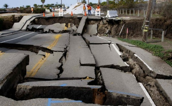 California se está preparando para un gran terremoto mucho peor de lo que se esperaba anteriormente, con el temor de que dos líneas de falla geológica se activen en el mismo momento. Expertos dicen que California no está preparada. Foto: www. bendedreality.com.