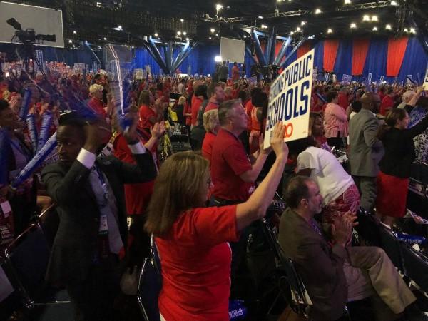 Más de 7 mil docentes asistieron al foro del sindicato de NEA.