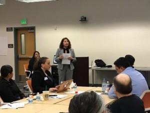 Patricia Vázquez Topete, Directora de una de las oficinas regionales de la  oficina de California del Censo 2020, da una presentación en Salinas.