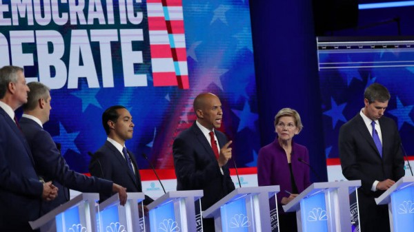 Precandidatos demócratas a la presidencia de Estados Unidos en el segundo debate de la primera ronda para conocer a los candidatos del Partido Demócrata. Foto: www.theroot.com.