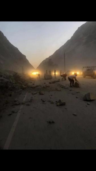 Carreteras dañadas por el terremoto con epicentro en Ridgecrest, CA. Foto: @BakersfieldChp.