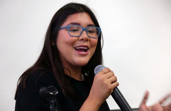 Yvette Flores, estudiante de Cal-State en Bakersfield, que dirigió el Proyecto de Registro de Votantes en 2018, dijo que el censo era más importante que la votación. Foto: Eduardo Stanley.