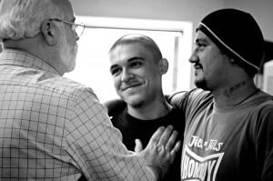 El padre Gregory Boyle trabaja con ex-convictos Foto: Homeboy Industries via facebook.