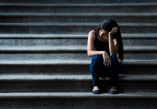 Algunos latinos ven la enfermedad mental como un signo de debilidad. Otros piensan que es un problema personal y prefieren mantenerse en silencio. Otros temen ser etiquetados como