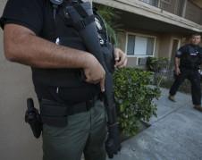 Las redadas de ICE hacen que las familias tengan miedo de abandonar sus hogares. Foto: www. truthout.org.
