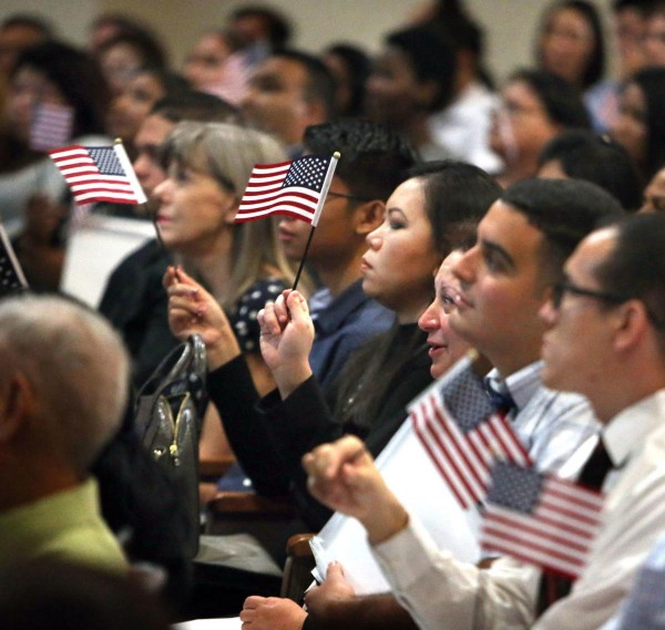 "Permanent legal residents who became naturalized citizens before the new ""Public Charge"" rule entered into force are not affected by the new official regulation. Photo: www.pinalcentral.com."
