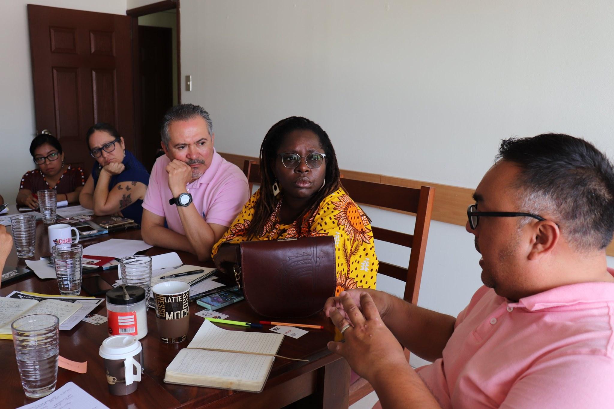 Oscar Chacón en reunión sobre el estado judicial de casos clave de derechos humanos y desplazamiento forzado en Ciudad de Guatemala. Foto: Alianza Américas.