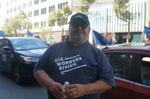 Uno de los choferes que asistieron a la protestan en San francisco, en apoyo a la AB5.