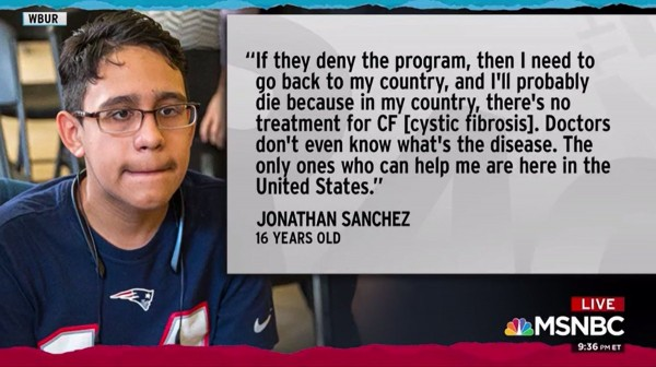 Jonathan Sánchez, un joven adolescente de Honduras, que padece fibrosis quística, una enfermedad pulmonar no curable, pero tratable. Foto: www.wonkette.com.
