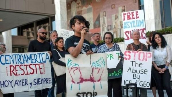 Huelga de hambre en el centro de detención de Adelanto, California. Foto: perilouschronicle.com.