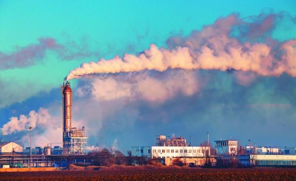La industria de chimeneas es otra fuente de alta contaminación ambiental. Foto: www.health.harvard.edu.