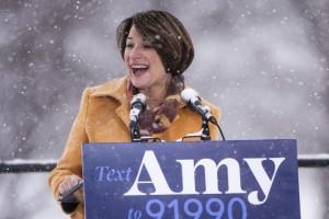 Amy Klobuchar, demócrata de la agrupación de trabajadores agrícolas demócratas, ha sido abogada corporativa, socia de las firmas de abogados de Minnesota, Dorsey & Whitney, y Gray Plant Moody, así como fiscal del condado de Hennepin de 1999 a 2006. Foto. Vox.
