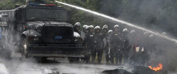 En Honduras el gobierno despliega violentas tácticas peligrosas e ilegales para silenciar a la población. Foto: www.amnesty.org.