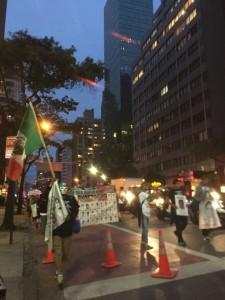 En  una de las marchas  por las céntricas calles de la ciudad de Nueva York para exigir al gobierno la aparición con vida de los 43 normalistas de Ayotzinapa. Foto: MVG.